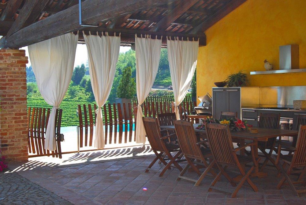 Letní venkovní kuchyně v pergole